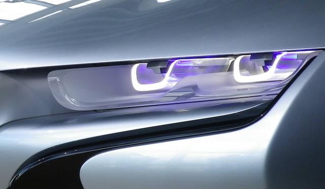 <strong>BMW i8 Concept|ビー・エム・ダブリュー i8 コンセプト</strong><br />カイ・ランガー氏によると、レーザーライトはLEDよりもエコロジカルだという
