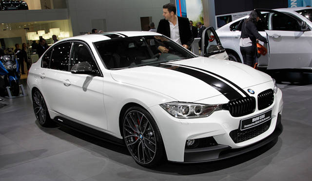 "<strong>BMW 335i|ビー・エム・ダブユー 335i</strong><br /><a href=""/article/14659"" class=""link12lh15blue"" Title=""Mパフォーマンスパーツをオプション設定"">BMW M Performance アクセサリー</a>を装着したモデル"