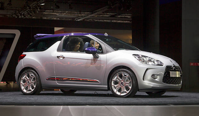 "<strong><a href=""/article/15355"" class=""link12lh15blue"" Title=""シトロエンDS3にカブリオ登場!