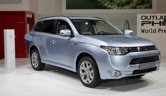 "<strong><a href=""/article/15400"" class=""link12lh15blue"" Title=""三菱がパリでプラグインハイブリッドをワールドプレミア