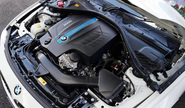 <strong>BMW ActiveHybrid 3|ビー・エム・ダブリュー アクティブ ハイブリッド 3</strong><br />3リッター直列6気筒エンジンにモーターを組み合わせたハイブリッドシステムは、総合で最高出力250kw(340ps)、最大トルク450Nm(45.9kgm)を発揮する