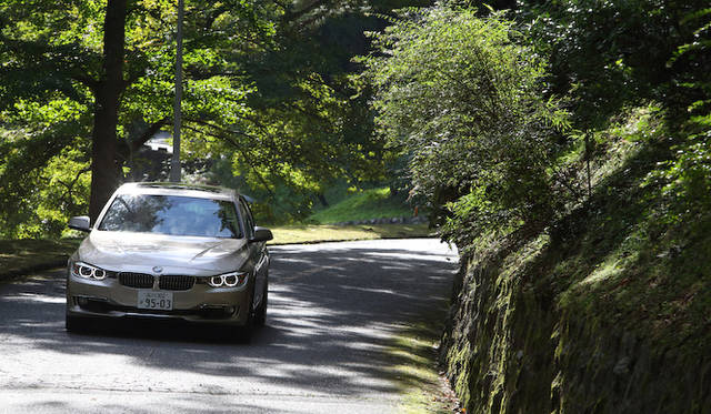 <strong>BMW 320i xDrive|ビー・エム・ダブリュー 320i エックスドライブ</strong>