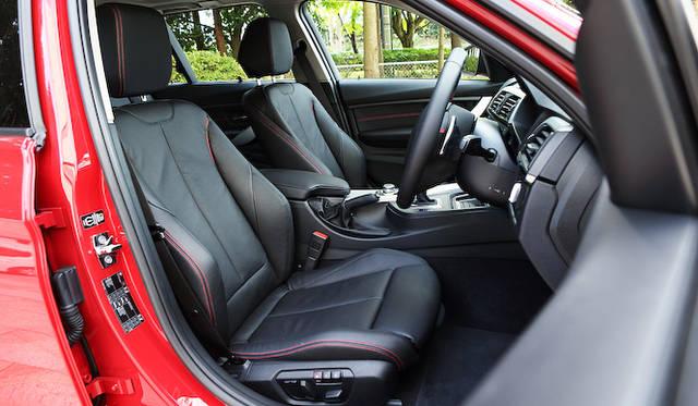 <strong>BMW 320d BluePerformance Touring|ビー・エム・ダブリュー 320d ブルーパフォーマンス ツーリング </strong><br />シートヒーターつきのダコタ・レザーシートは284,000円のオプション設定