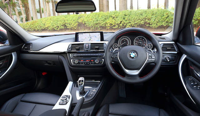<strong>BMW 320d BluePerformance Touring|ビー・エム・ダブリュー 320d ブルーパフォーマンス ツーリング </strong>スポーツライン
