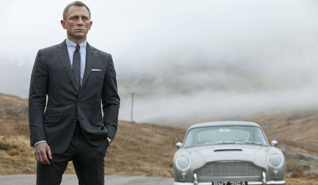 """<strong>GLOBE-TROTTER