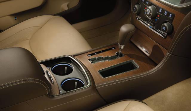 <strong>Chrysler 300C Luxury|クライスラー 300C ラグジュアリー</strong> 写真は本国仕様車