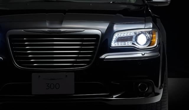 <strong>Chrysler 300 クライスラー 300</strong>