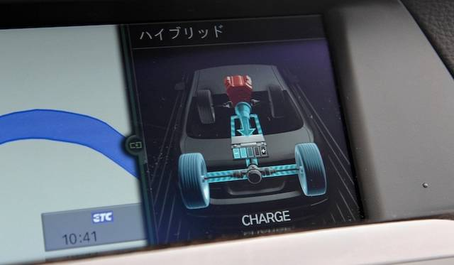 <strong>BMW ActiveHybrid 5|ビー・エム・ダブリュー アクティブハイブリッド 5</strong><br />バッテリー充電中の表示