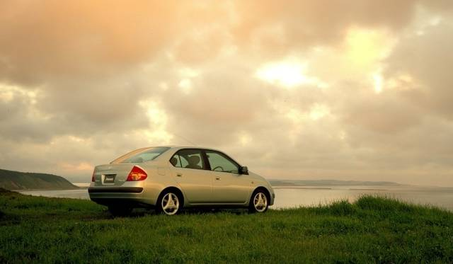 <strong>Lexus GS450h|レクサス GS450h</strong><br />1997年に登場した世界初の量産ハイブリッドカー、トヨタ「プリウス」