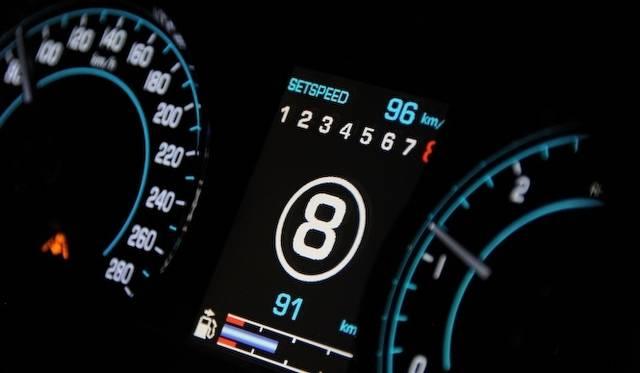 <strong>Jaguar XJ|ジャガー XJ</strong><br />トランスミッションはZFの8段オートマチックトランスミッションを搭載する