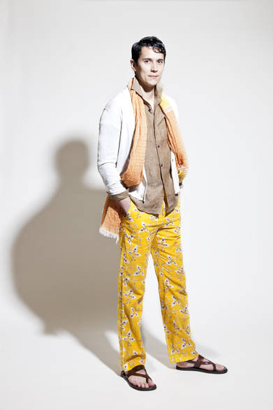 <strong>BURNER バーナー</strong> 2013春夏コレクション ニットカーディガン1万9950円、リネンシャツ1万5750円、ストール8400円、パンツ1万7850円