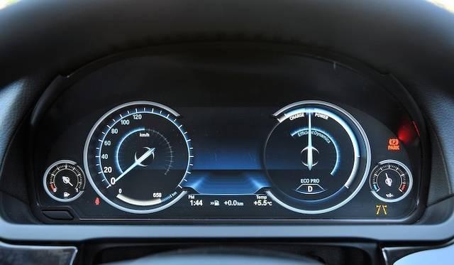 <strong>BMW 740i|ビー・エム・ダブリュー 740i</strong><br />ECO PROモードのメーターパネル
