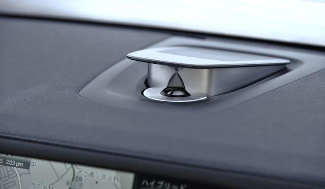 <strong>BMW ActiveHybrid 7|ビー・エム・ダブリューアクティブハイブリッド7</strong><br />16スピーカー9チャンネル、出力600ワットのバング&オルフセン ハイエンド サラウンドシステムが、標準装備となる760iを除くすべてのグレードにオプションとして用意される。標準装備は出力205ワットの12スピーカーサラウンドシステム