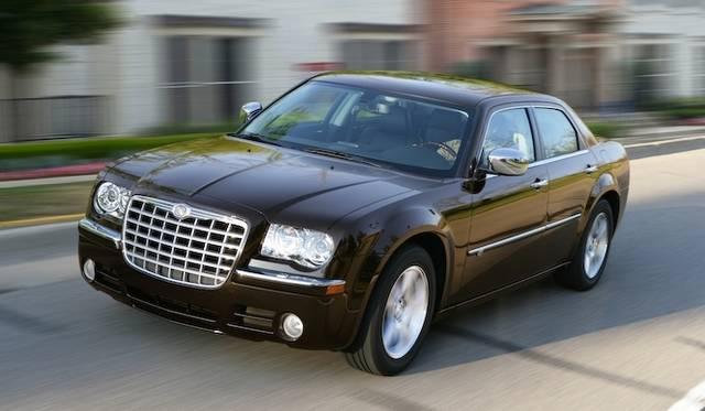 <strong>Chrysler 300C |クライスラー 300C</strong><br />2004年に登場した先代モデル