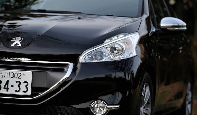 <strong>Peugeot 208 Allure|プジョー 208 アリュール</strong>