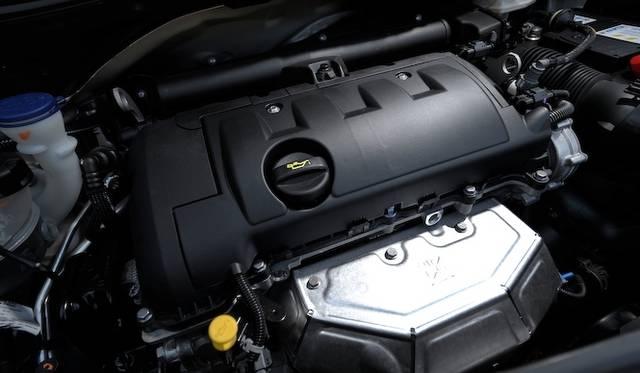 <strong>Peugeot 208|プジョー 208</strong><br />こちらは1.6リッターの直列4気筒エンジン。最高出力120psを発生する