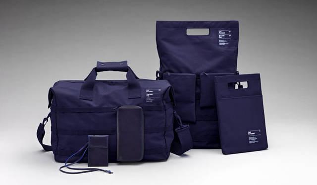 <strong>Unit Portables|ユニット・ポータブルズ</strong> 左/オーバーナイトバッグ1万6000円、中/ショルダーバッグ1万2800円、右/iPadバッグ5800円