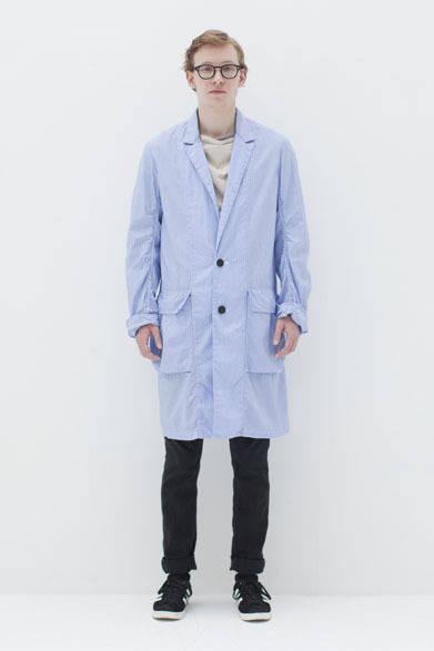 <strong>BLACK & BLUE|ブラック アンド ブルー</strong> 2013春夏コレクション コート4万5150円、パンツ2万2050円