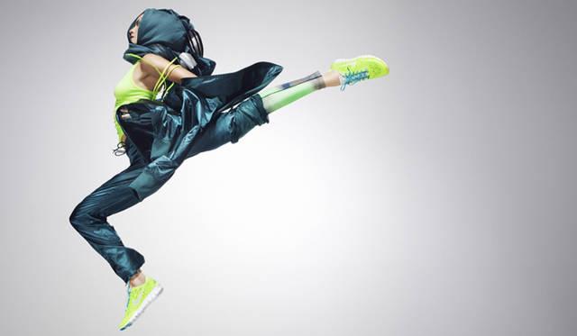 <strong>NIKE|ナイキ</strong> ナイキウィメンズの2013年春夏コレクションのデジタルルックブックが登場。アリソン・フェリックス、アレックス・モーガン、パオラ・エスピノサら世界の舞台で数々のメダルや記録を獲得した偉大な女性アスリートたちが洗練されたシルエットと革新的なプロダクトであたらしい自分を表現する。写真の着用モデル「ウィメンズ ナイキ フリー TR フィット 3 」の同色は4月より展開予定。<br /><br />2013年春夏デジタルルックブック<br />http://nikeinc.com/news/supernatural  ※ルックブック中には日本未展開のアイテムも含まれる