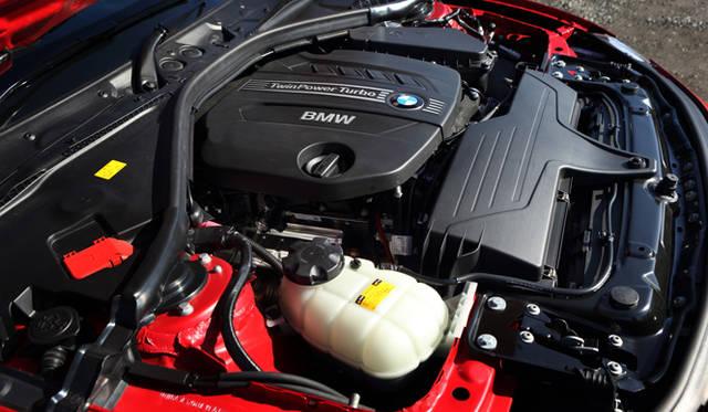 <strong>BMW 320d BluePerformance Touring Sport|ビー・エム・ダブリュー 320d ブルーパフォーマンス ツーリング スポーツ</strong><br />2.0リッター直列4気筒ツインパワーターボディーゼルエンジンを登載。最高出力135kw(184ps)、最大トルク 380Nm(38.7kgm)を発生し、19.4km/&#8467;という優れた燃費を実現する