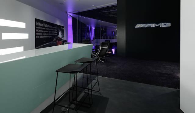 <strong>Mercedes-Benz Connection|メルセデス・ベンツ コネクション</strong><br />「AMG Private Lounge」は、ドイツ国外でははじめてとなる、AMGカスタマイズがおこなえる特別ラウンジ