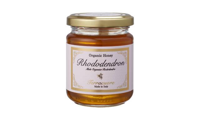 <strong>Terracuore|テラクオーレ</strong> 標高1200~2000メートルほどのアルプスの山に咲くシャクナゲから採取したはちみつは、フルーティな酸味が甘さに華をそえる、ふんわりと洗練された味わい。 オーガニックはちみつ「シャクナゲ」[250g] 1890円