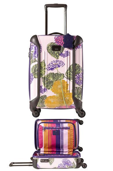 <strong>TUMI|トゥミ</strong> 「Anna Sui for Tumi コレクション」 機内持ち込みができる20インチ。「Vapor」 20インチ・インターナショナル・キャリーオン 6万3000円