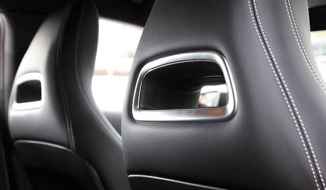 ひとつのライトで、ロービームとハイビームを担当するバイキセノンヘッドライト A 180 BlueEFFICIENCYでは20万円のパッケージオプションに含まれる