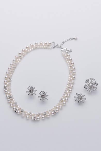 <strong>MIKIMOTO|ミキモト</strong> ジュエリーセット(ネックレス、ピンブローチ、ペンダントトップ兼ピンブローチ、イヤリング<もしくはピアス>)[アコヤ真珠/ダイヤモンド/K18WG] 136万5000円