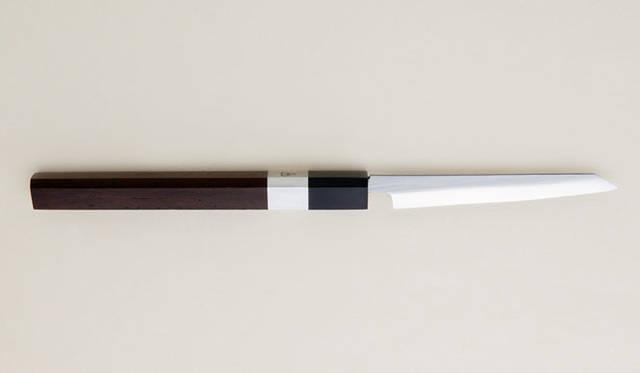 <strong>森本刃物製作所</strong> ペーパーナイフ「紙切包丁」 打刃物の肌を鏡のように仕上げて、刃金の表面がなめらかで美しく、錆に強い高級包丁の仕上げ。鏡面仕上2万9800円