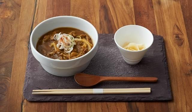 <strong>cafe 104.5|カフェ イチマルヨンゴー</strong> 「ちからカレーうどん/CHIKARA」980円