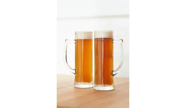 <strong>cafe 104.5|カフェ イチマルヨンゴー</strong> 「104.5エール」(木内酒造オリジナルビール)590円~ ※シーズンに合わせて7種類用意