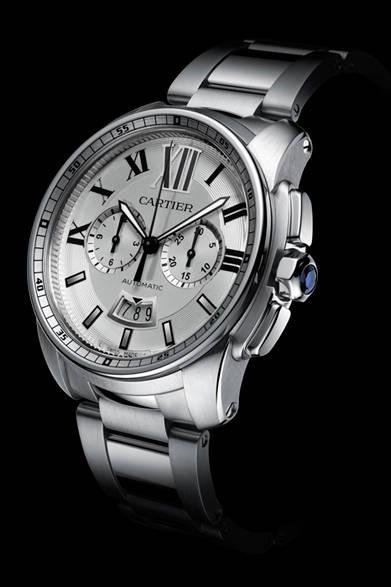 <strong>Cartier│カルティエ</strong> Laziz Hamani &#169; Cartier 2012<br />「カリブル ドゥ カルティエ クロノグラフ ウォッチ」左右に時分ふたつの積算計、6時位置には日付表示が備わる