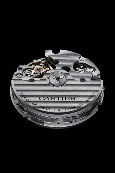 <strong>Cartier│カルティエ</strong> Laziz Hamani &#169; Cartier 2012<br />「カリブル ドゥ カルティエ クロノグラフ ウォッチ」ムーブメントは自動巻完全自社開発製造の自動巻きムーブメント「1904-CH MC」を搭載