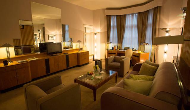 「クラリッジズ」の贅沢な内装の広々とした客室は全部で202室。最新のAV機器はもちろんWiFiも当然完備