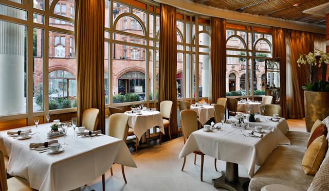 ビストロスタイルのレストラン「Espelette」でランチやアフタヌーンティーを満喫するのもお勧め