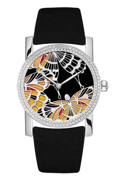 「Attrape Moi|アトラップ・モワ」 ブラックとイエローの蝶のモチーフ、693万円