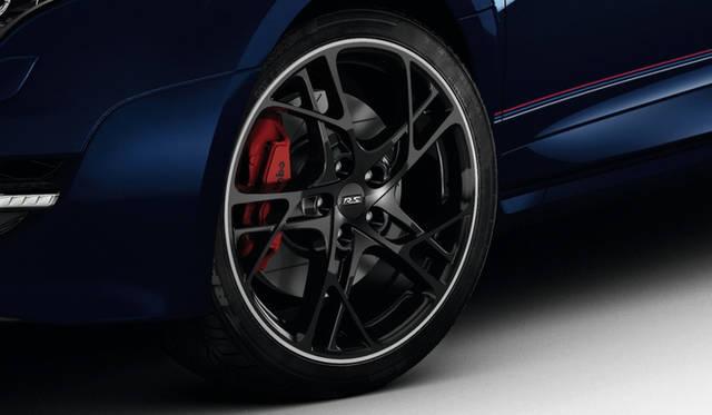 タイヤは19インチのポテンザRE050A