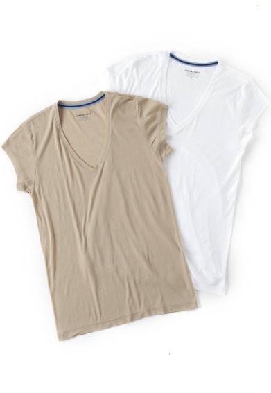"<div id=""creator_contents_subtext""><strong>阪急メンズ東京|2013クールビズ・スタイル</strong> タンクトップとちがい脇に生地があるのできちんと汗を吸い取ってくれる短めの一分袖は、半袖シャツからはみ出さない設計。シャツの下に着ても胸もとからでにくい深めのV首で、綿100%のアイスコットンを使用したひんやりとした肌触りも魅力。一分袖シャツ(深めV首)各3150円(コンフォートインデックス)</div>"