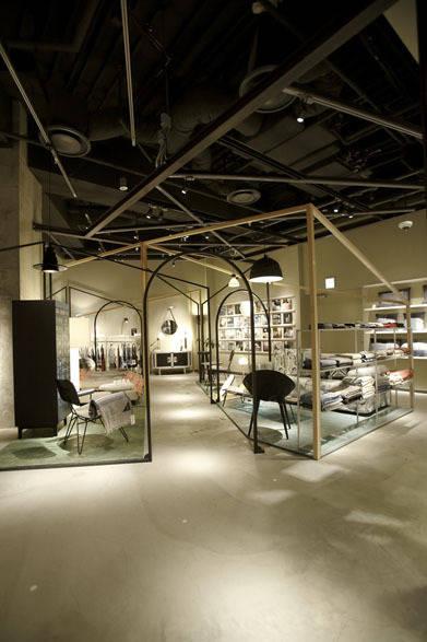 <strong>DIESEL|ディーゼル</strong> コンセプトストア「ディーゼル シブヤ」 地下1階のホームコレクション