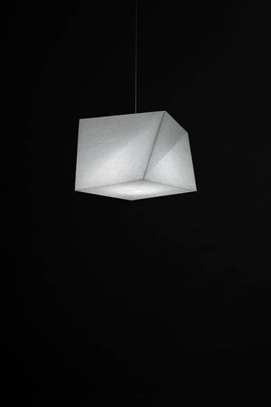 <strong>ISSEY MIYAKE|イッセイ ミヤケ</strong> 「陰翳 IN-EI ISSEY MIYAKE」 「HAKOFUGU」5万4600円 Photo by Hiroshi Iwasaki &#169; Miyake Design Studio 2012
