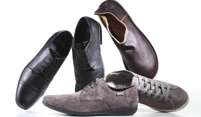 佐藤氏愛用のCAMPERの靴