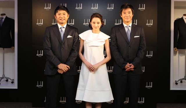 左から、武田修宏さん、モデルの河北麻友子さん、中山雅史さん