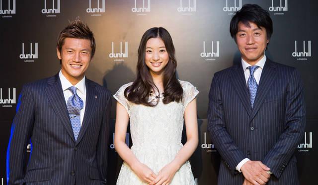 左から、セレッソ大阪所属の播戸竜二選手、タレントの足立梨花さん、元サッカー日本代表の平野孝さん