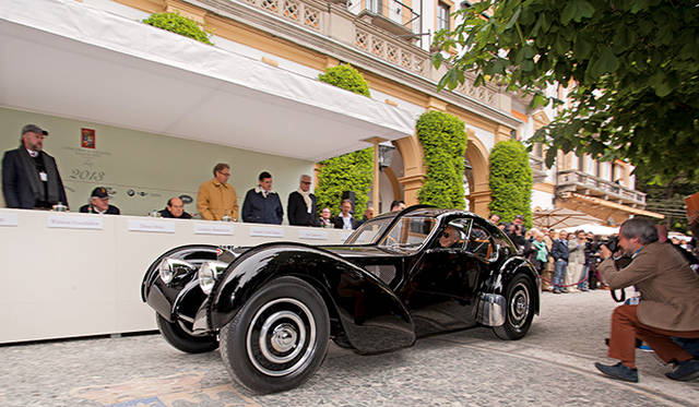 自動車メーカー「ブガッティ」の創業者エットーレ・ブガッティ氏の長男である、ジャン・ブガッティ氏のデザインよる1938年製「ブガッティ タイプ57 SCアトランティーク クーペ」
