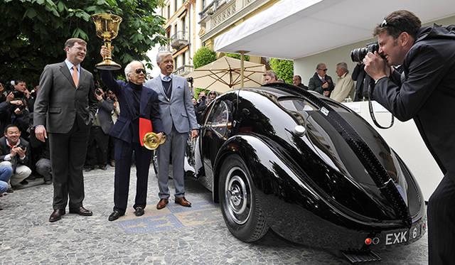 ファッションデザイナーであり、ヴィンテージカーの世界有数のコレクターとして知られるラルフ・ローレン氏が所有する1938年製「ブガッティ タイプ57 SCアトランティーク クーペ」が、「コンコルソ・デレガンツァ・ヴィラ・デステ」なかでも、もっとも権威があるとされるのが審査員による「ベスト・オブ・ショー」に輝いた