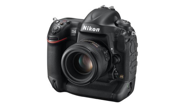 2012年 ジウジアーロは1980年の「F3」以来、ニコンのカメラのデザインも手がけている
