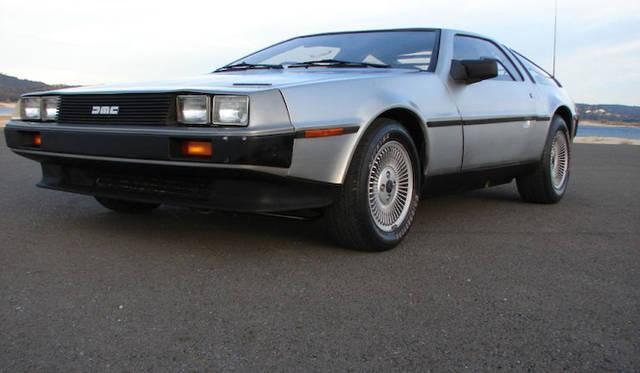 1975年 デロリアンによる唯一のクルマもジウジアーロのデザイン。映画『Back to the Future』に登場するタイムマシンとしても有名