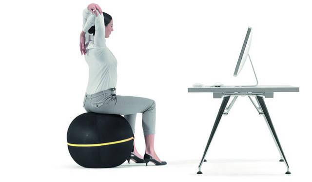 <strong>TECHNOGYM テクノジム</strong> 座っている時間をエクササイズに変えるモダンデザインのバランスボール「WELLNESS BALL&#8482; アクティブシッティング」