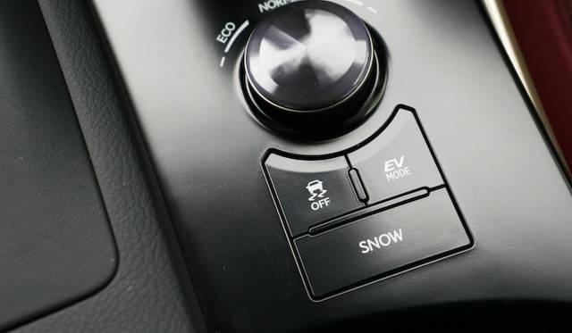 EV走行モードを持つのもハイブリッドモデルの特徴